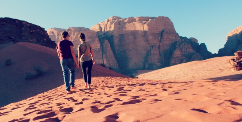 Couple on wadi rum tour from aqaba